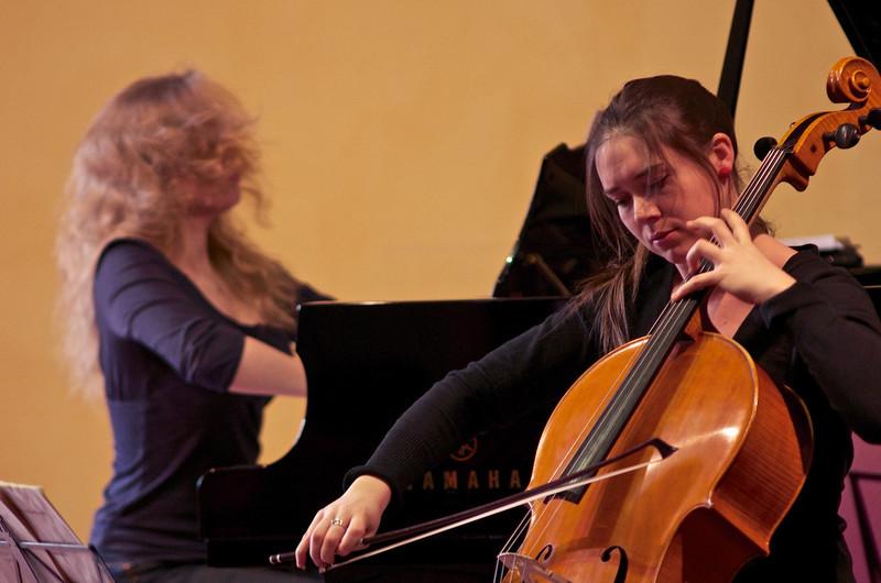 Hunter - Kopjova Duo (Vashti Mimosa Hunter, cello / violoncello - Veronika Kopjova, piano / pianoforte)