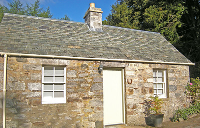 Secret Bothy Pitlochry Scotland is a great place to stay when taking part on outdoor activities with Splash White Water Rafting