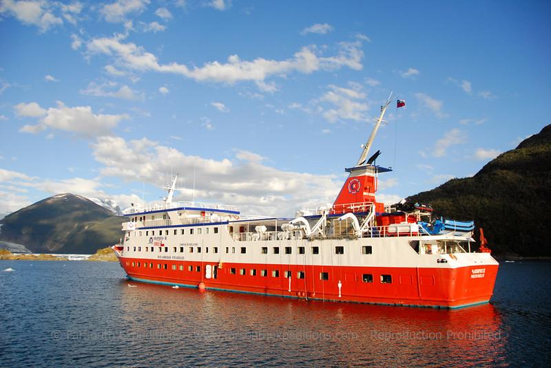 M/V Skorpios III, cruising the Patagonian Fjörds