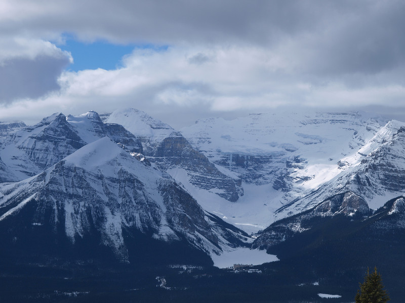 Chateau Lake Louise<br /> Lake Louise<br /> Mount Aberdeen<br /> Fairview Mountain<br /> Mount Victoria<br /> Banff National Park