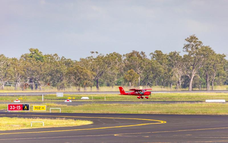 Aeroprakt-32 Vixen VH-ACY landing at Rockhampton Airport 25-01-19.