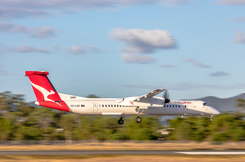 QANTAS De Havilland Dash-8 Q400 VH-LQD landing at Rockhampton airport in new Silver Roo livery 19-05-2019