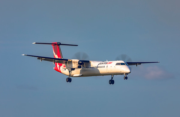 QANTAS De Havilland Dash-8 Q400 VH-LQL landing at Rockhampton Airport 16-01-19
