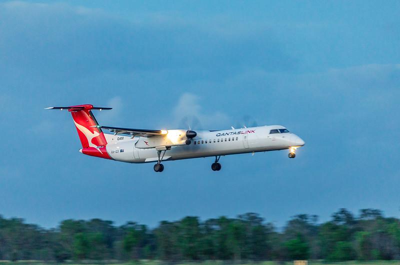 QANTAS De Havilland Dash-8 Q400 VH-QOI landing at Rockhampton Airport 30-01-19.
