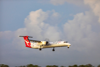 QANTAS De Havilland Dash-8 Q400 VH-QOR landing at Rockhampton Airport
