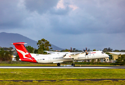 QANTAS De Havilland Dash-8 Q400 VH-QOV landing at Rockhampton Airport