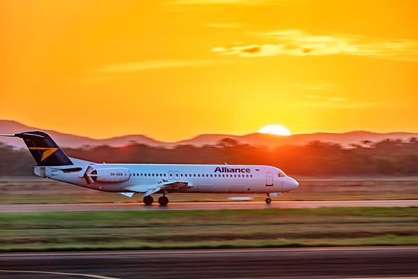 Alliance Airlines Fokker F100 VH-UQA landing at Rockhampton Airport 22-03-2019