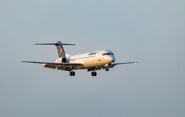 Alliance Airlines Fokker F100 VH-UQB landing at Rockhampton Airport 15-02-2019.