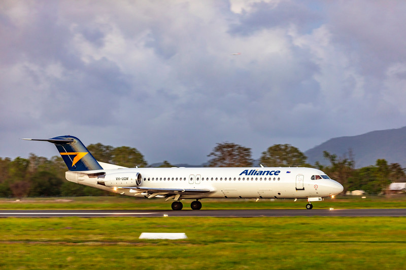 Alliance Airlines Fokker F100 VH-UQW landing at Rockhampton Airport