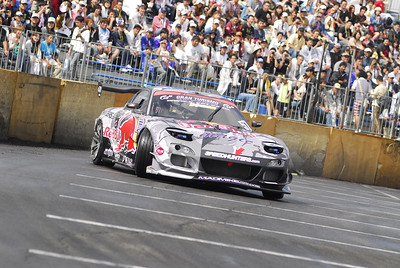 Mike Whiddett -> MAD MIKE, racing for team RED BULL, from NZ