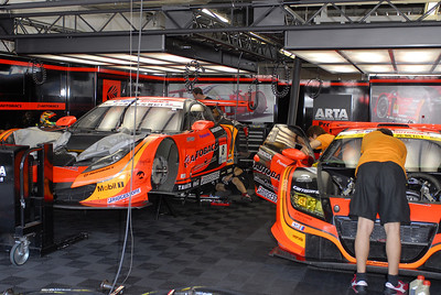 ARTA's pit garage looks like a Hollywood studio... what do you expect, this is HONDA's track!