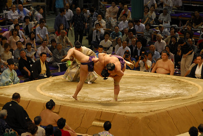 Veteran Kaio (6-2) gave another sumo clinic, sending out Kyokutenho (3-5) with a frontal attack in textbook fashion after getting inside for his favored right-leaning grip.
