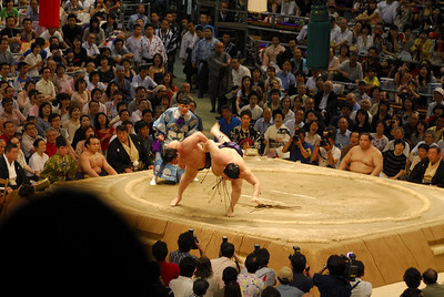 In the day's final bout, the wrestlers grappled for superior position and the upset-minded Tokitenku appeared to have a chance of pulling off a shocker as he knocked the yokozuna off-balance slightly in front of a capacity crowd at Aichi Prefectural Gymnasium.