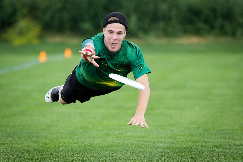 Blaine, MN: A Triangle Area Triforce player bids for the disc at Youth Club Championships 2013.