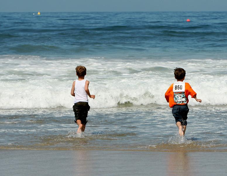 Encinitas 5K. Kids...THIS way!