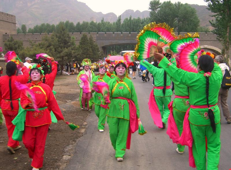 Pre-race festivities at the Great Wall Marathon as seen in numerous running publications.