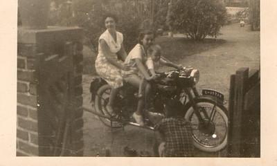 Dundo,  Mila Carvalho (solteira), Isa Rosendo e irma Wanda Rosendo