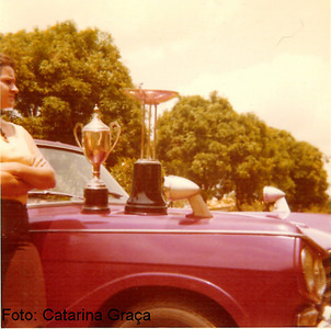 Catarina com as tacas do Rally de Andrada em 1973