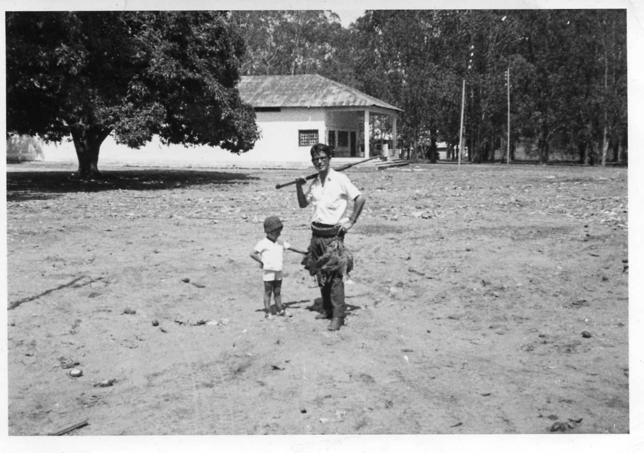 Cassanguidi - entre 1964 e 1970 Manuel de Oliveira Simões e filho Carlos -caça de perdizes