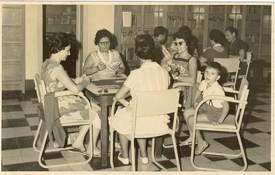 Sra Martinez, D.Manuela Viriato, Odete Simões , Helder Simões e a que está de costas é a D. Zita Machado.