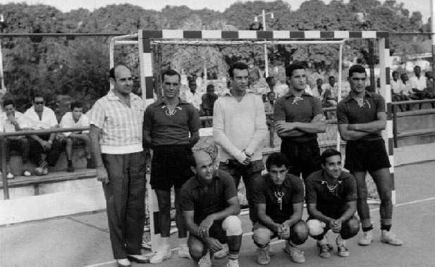 Abilio Fonseca, Arlindo Matos, Cerejeira, Soares. De pé, primeiro à direita, Camilo Costa.