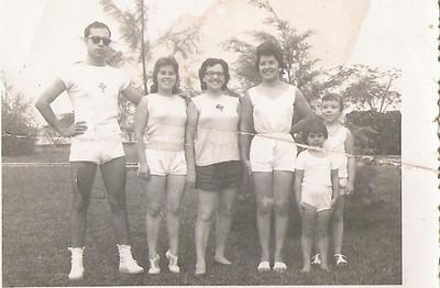 1961-Barragem Dundo O casal Corte Real, a sra do Moreira Rato, a Esperança Josefa , Ana Maria Josefa e a Isabel Rito