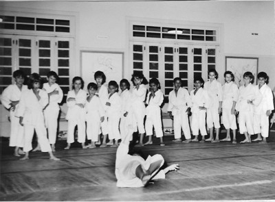 """Judo infatil: Quim Gameiro,....Teresa Gameiro, Ze' Henriques, Magui e Rui Rebordao,.... Carla """"Alfredo"""" Pereira, e o irmao Joca,Flavio Quadrado,  ....... Manel ( neto do Bastos)"""