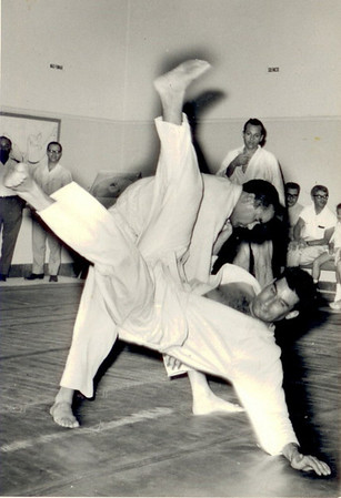 Firmino - Judo em 30.10.1969 Alberto Costa e Gameiro na assistencia