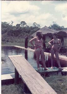 1974 - Lóvua  Teresa Gameiro e Zezinha Gameiro