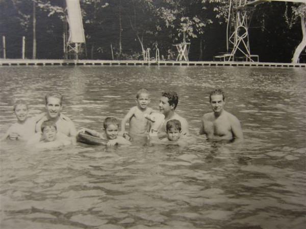 Jorge Gastao, Rogerio Silva, seus dois filhos, Joao Gastao, Carlos Simoes,?? e Augusto Simoes