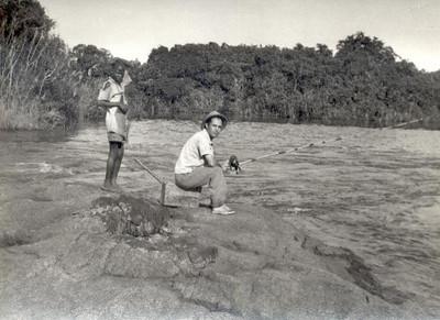 Outubro 1955,  Enfº Garrido, pescando em  Andrada
