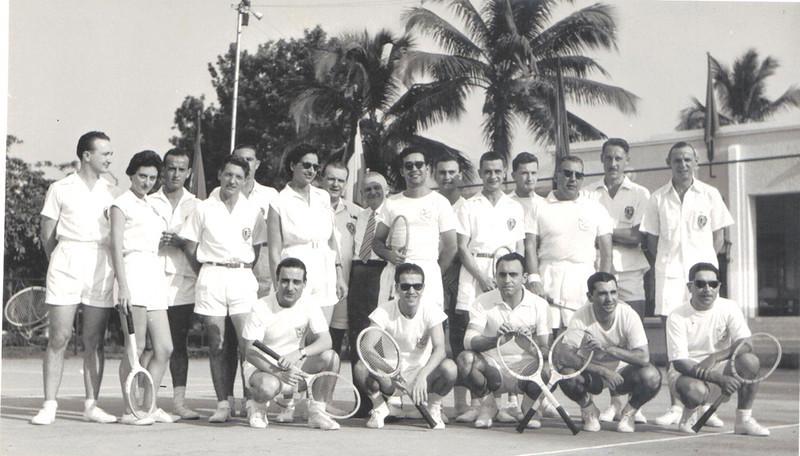 1956 Tshikapa no Congo Belga, durante os encontros anuais de Ténis entre a Diamang e a Forminière. Os encontros disputavam-se alternadamente nos dois sítios.