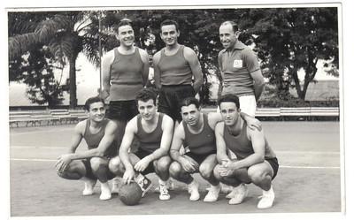 Campeões de Voleibol, 1957  - Neves Francisco, Joaquim Silva, António Rocha, José Mesquita, ?, Laranjo, Ernesto Morais.
