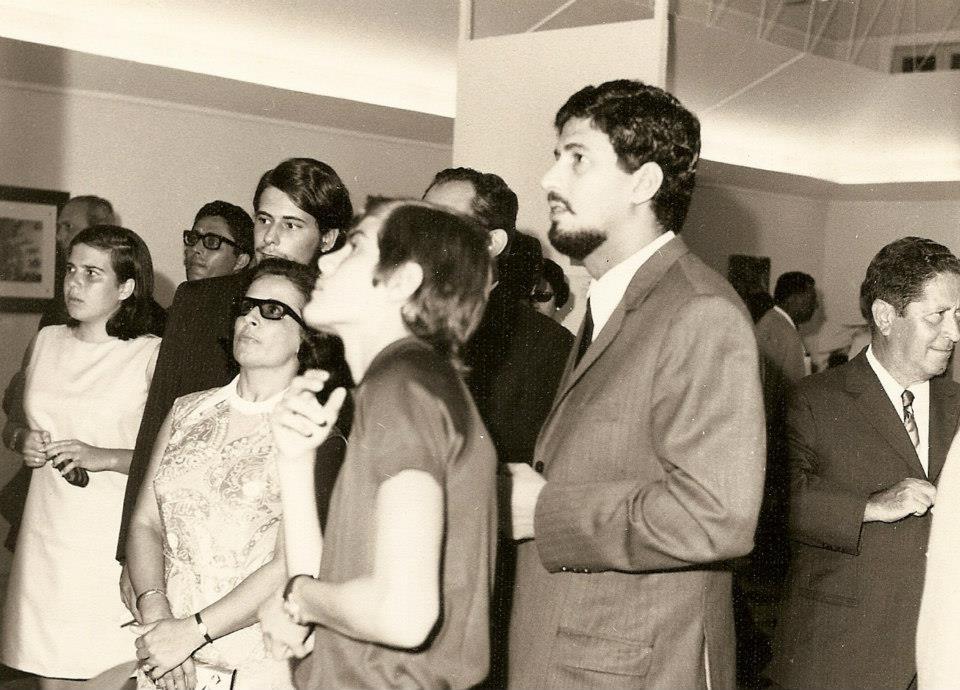 Luisa Aragao e Brito Ao centro a família Macedo Simões,  Simons de barba o 1º da drt. é o Drº Ramos Ao fundo o sr. Ferraz