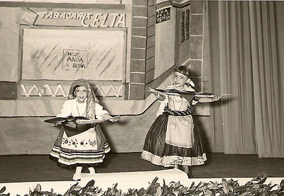 "Teatro Infantil, Dundo, Junho, 1959, ""Quadro das Peixeiras""  Artistas: Ana Bela Mendes e Gi Moniz"