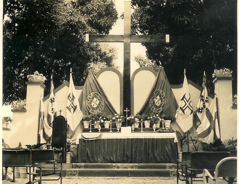 Visita do Bispo 28 Julho 63- Dundo  altar missa campal _Bispo Pompeu Seabra