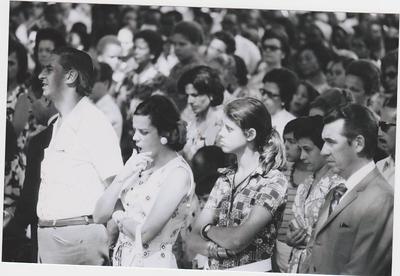 Missa campal, 1973 Director Geral Jorge Viegas, com a esposa e filha Isabel Viegas