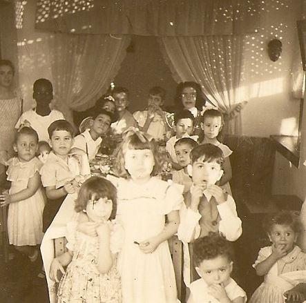 """Festa de anos na casa dos Videiras  Jorge """"Vitor """"Santos"""" e irma Tininha, Milu Videira, Lisa Teizeira, Carlos Rodrigues, Maria de Lourdes Rodrigues, Carmencita"""