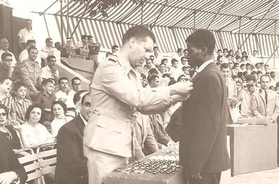 Dundo 1964 Entrega de medalhas