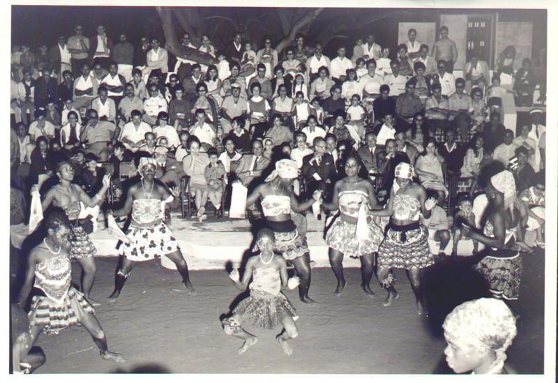 """Festa grande. Cateco. Dança das """"virgens"""""""