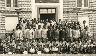 Festa grande. Sobas e Sobetas em frente ao Museu do Dundo