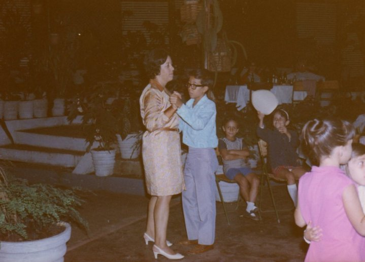1971-Andrada - Festa de Despedida na Estufa  - Laura Figueiredo e filho Alvaro