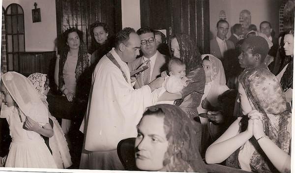Dundo 1954 Baptizado do Márito Santos David. Os Padrinhos foram, o Dr. Mario Almeida Santos, que está bem de frente, com óculos, e a Avó Júlia, que tem o Márito ao colo