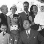 Casal Ramos e familia Moreira Rato e a Janeca Mendonca de vestido ás bolinhas e chapéu esquisito e' a madrinha do Joca Moreira Rato