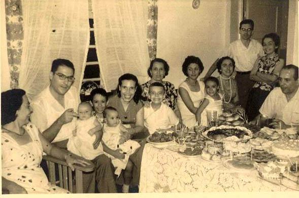 Baptizado do Helder Simoes Sra. do Rogerio Afonso, Simoes com o Helder ao colo,....... Mila Reis, sra do Alberto Costa