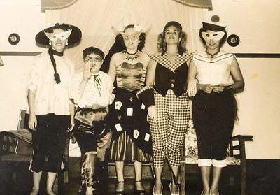 Dundo.Anos 60. Maria Adelaide - Chinesa; Lurdes Sernadas; Guida Melim; Maria Helena Rodrigues e Adriana Nápoles.