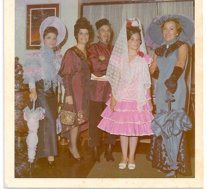 1971 - Carnaval -  Carmita Botelho, São e Zé Gameiro e Lurdes Norberto Guimarães e Paula Botelho.