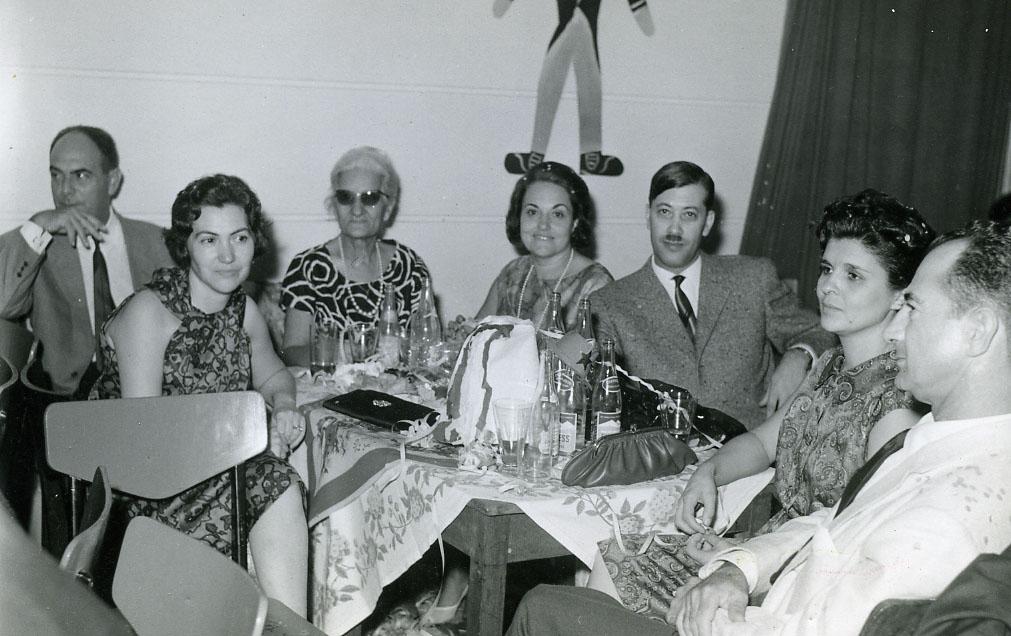 Anos 60.  Melim, Maria Adelaide, Mãe da Carocha Sobral, Guida Melim e Vítor Santos.