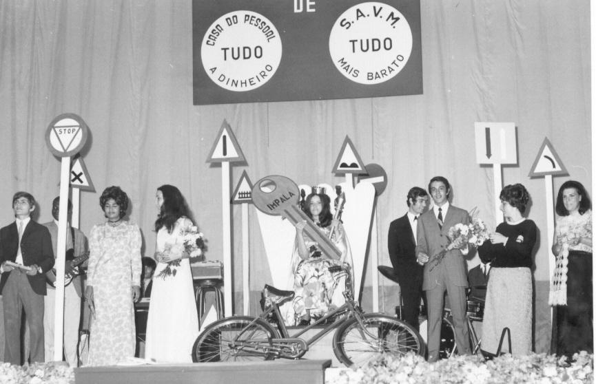 Premiados 1971 To' Mendes, ?, Joana Cordeiro?, Tita Canhão, Linda Madureira, ?, Rui Paulo, Loli Canhão, Luisa Santos