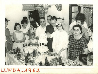 Andrada 1962 Casamento da ISABEL AMARAL D. Ester, Ana Maria Valente, Fernanda Ferreira da Silva, Teresa Fontinhas, Isabel Medeiros, Ana Maria Pereira, Carlinha Medeiros, sr. Amaral, ?, noivo, Isabel Amaral (noiva), Vera Lucia, D. Isabel Amaral